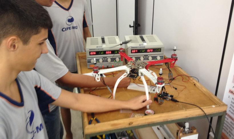 Estudantes testam drones para disputar nova competição da SAE Brasil