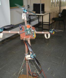 Estudantes desenvolvem drone de baixo custo com materiais recicláveis